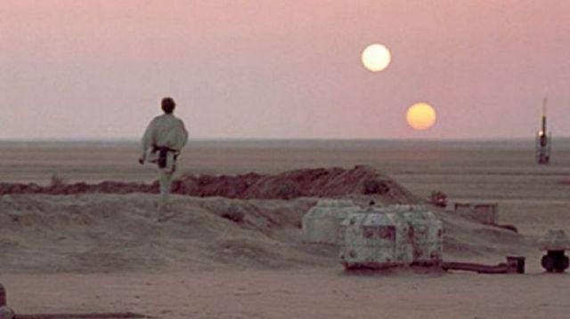 luke-skywalker-on-his-home-planet-tatooine-pic-dm-977796053